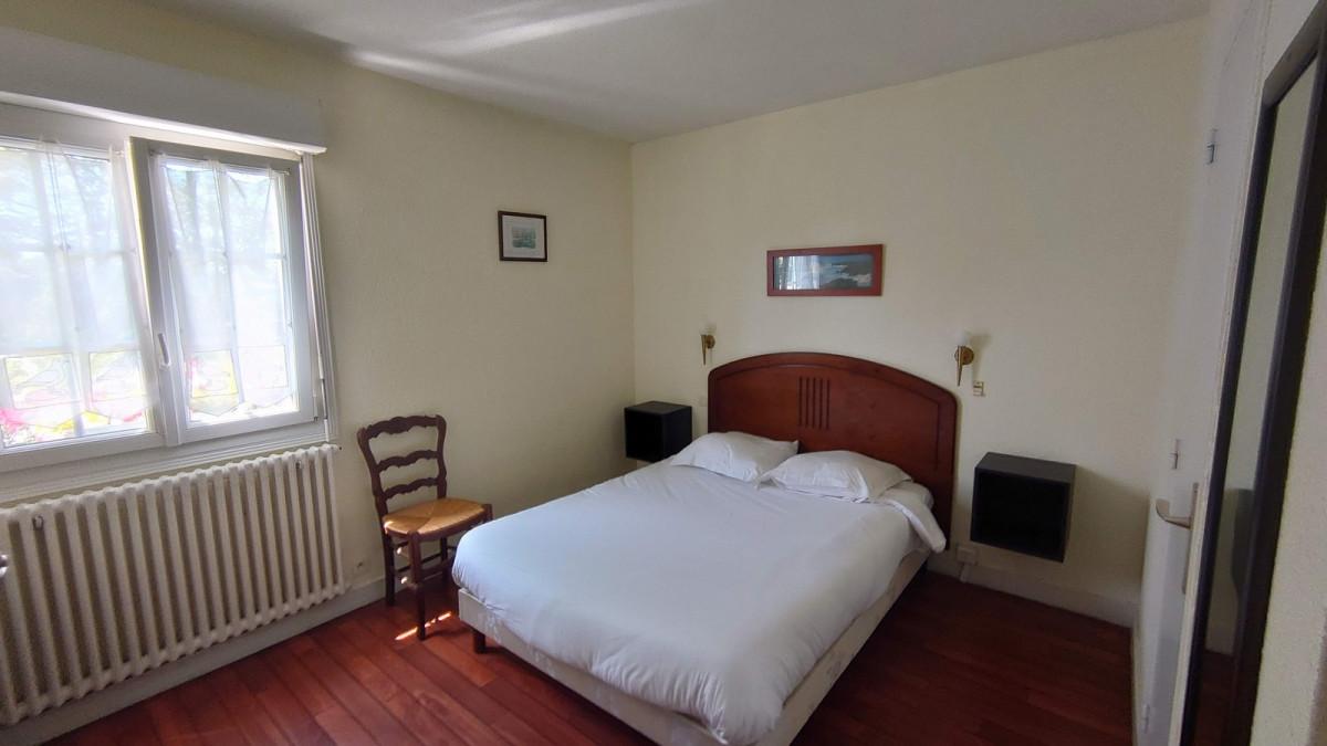 Chambre lit double rez-de-chausée